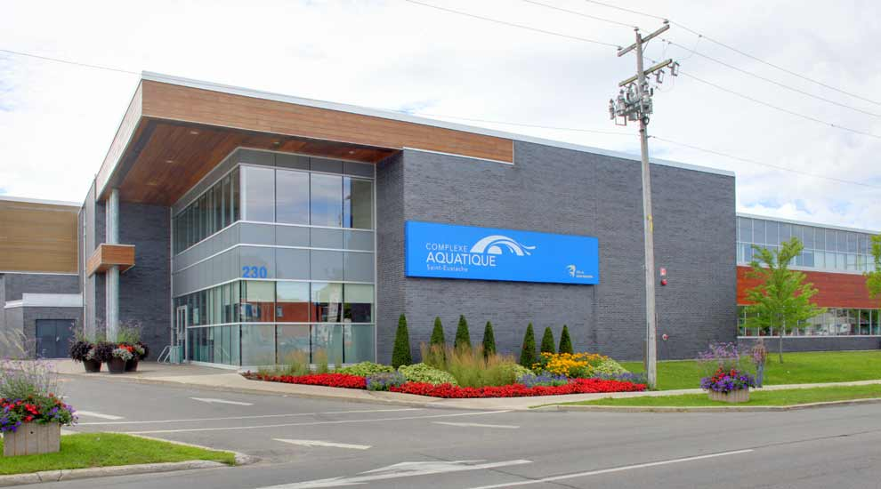 Complexe aquatique fermé durant les travaux - comptoirs de services ouverts