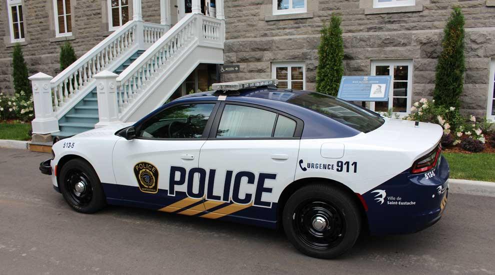 Ville de saint-Eustache - Un nouvel habillage pour les véhicules de police de la Ville de Saint-Eustache