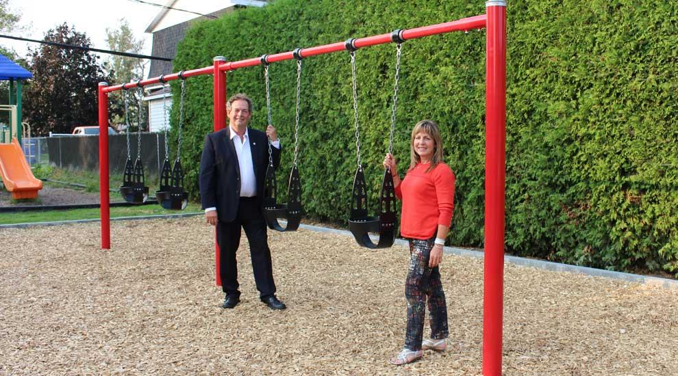 Ville de saint-Eustache - De nouvelles balançoires au parc Désormeaux