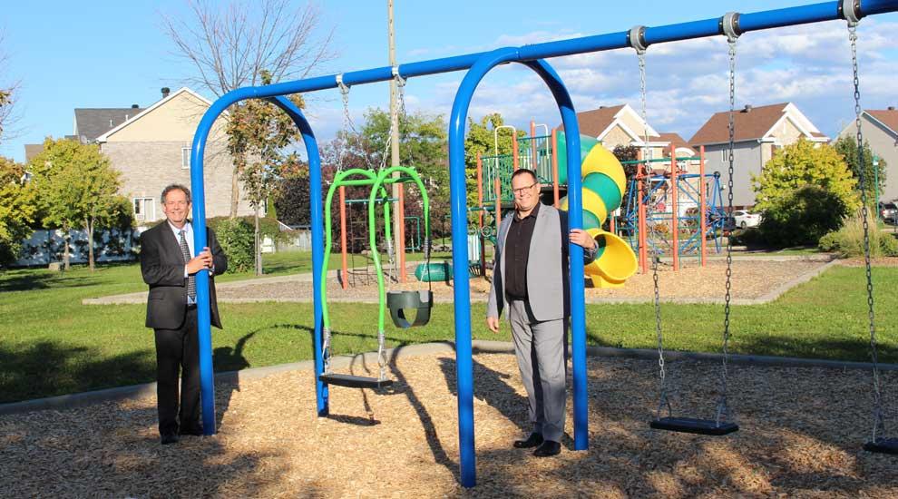 Ville de saint-Eustache - De nouvelles balançoires au parc Roger-Van-den-Hende