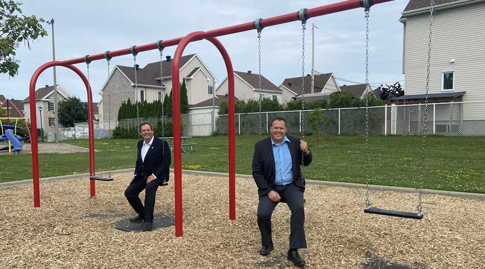 Au parc Roger-Van den Hende : de nouvelles balançoires pour les tout-petits